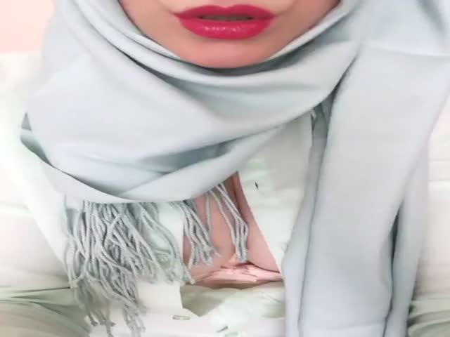 بنوتة محجبة تصور فيديو اغراء وترسله لحبيبها على فيسبوك | سكس عربي اغراء جديد