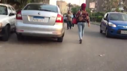شاب منحرف يقوم بتصوير طيز محجبة مثيرة تمشي في الشارع | إغراء محجبات