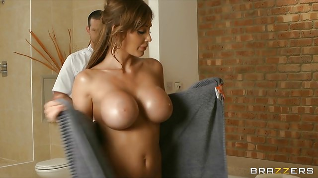 Brazzers -HOT sex doll with a perfect body fucks her masseur
